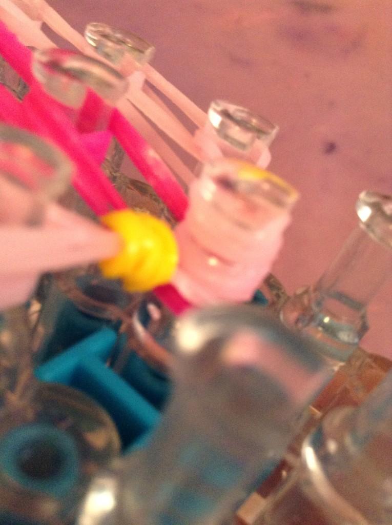 Розовые резики на колышке