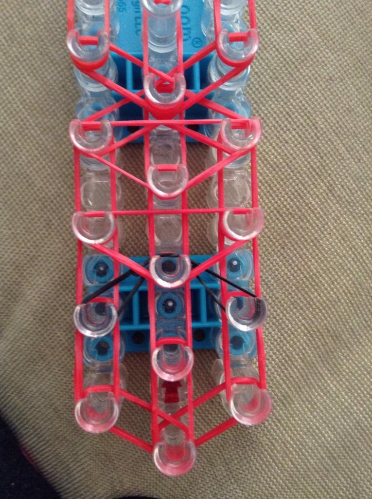 Схема плетения рыбки из резинок