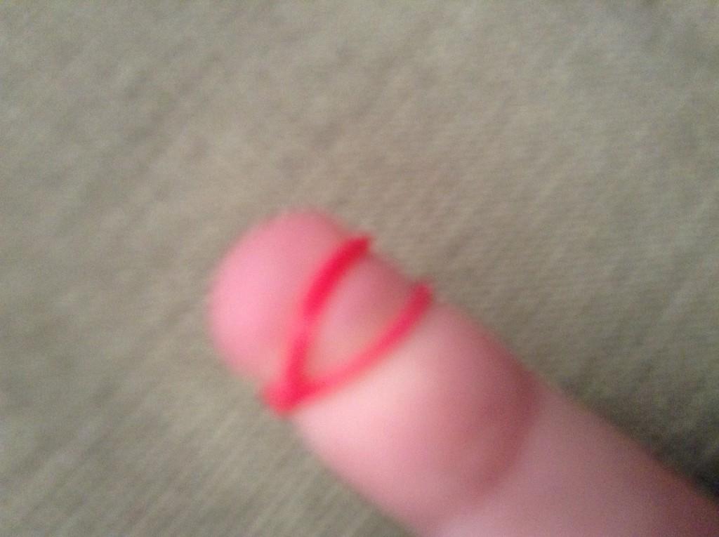 Резинка на пальце вдвое