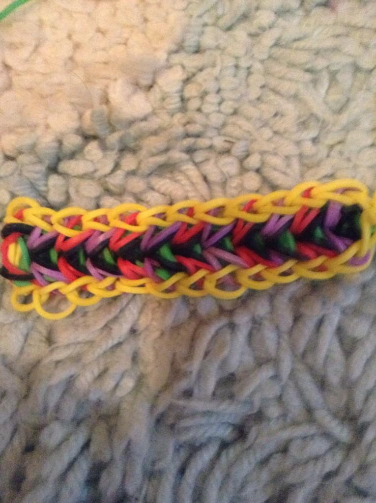 плетение браслета Перо