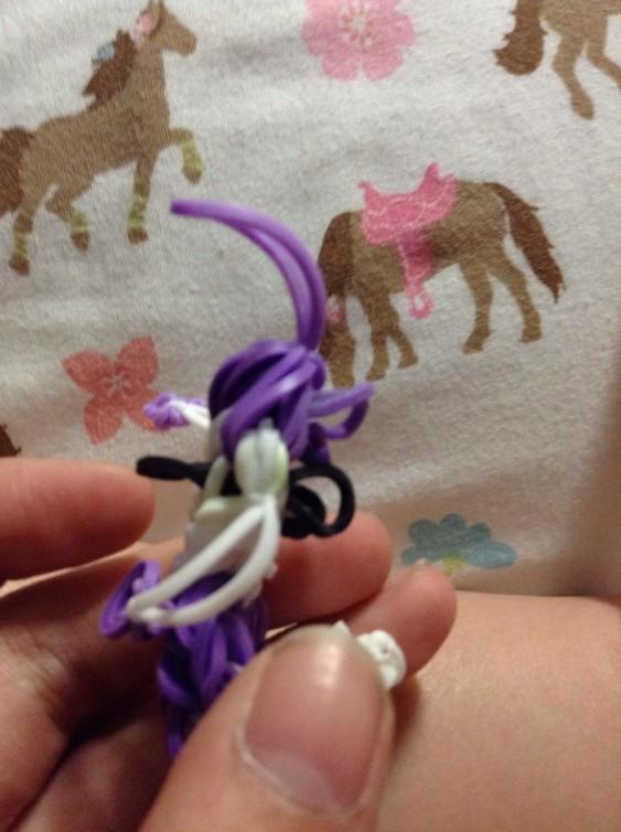 Схема плетения собаки на станке - подцепите крючком черную резиночку